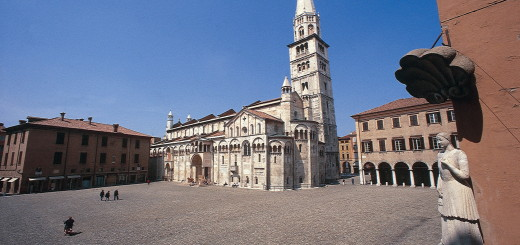 piazza_grande_ghirlandina