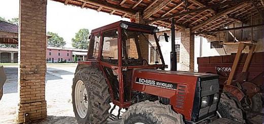 Cascina Le Giare, trattore, macchina agricola, agricoltura