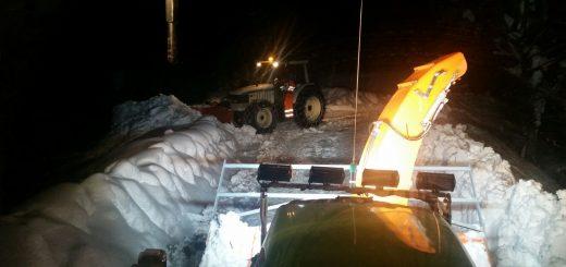 i tecnici della Provincia di Modena al lavoro di notte per liberare le strade a Comunanza