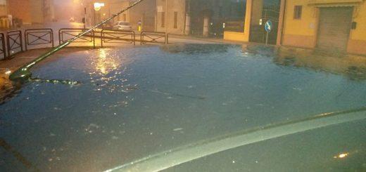 Finale Emilia (Mo) ore 7.30 Segnalo pioggia che gela al suolo (Gelicidio) massima attenzione sulle strade... (lo si nota soprattutto sulle automobili).. Alan Grassilli su Facebook