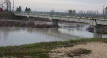 Vuole gettarsi dal ponte di San Martino Secchia, salvata
