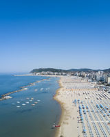 Turista partorisce in spiaggia in Romagna
