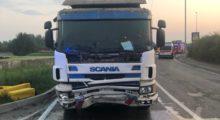 Scontro mortale tra camion e auto, deceduto un uomo