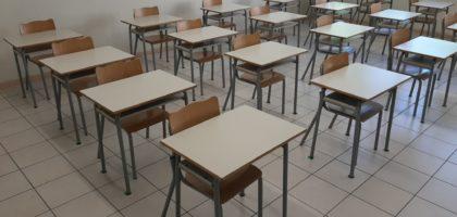 Pulmino saltato, la scuola chiude prima e le file per entrare. Genitori di San Felice in crisi di nervi