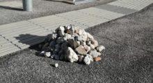 Camposanto, si divertono a lanciare sassi contro le strutture ferroviarie e le danneggiano