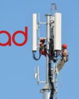 In via Cavour a Cavezzo si monta la nuova antenna per telefonini di Iliad