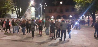 """Mirandola, titolari di palestre, bar e ristoranti in piazza contro il Dpcm: """"Vogliamo lavorare!"""""""