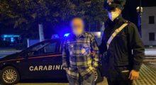Si smarrisce di notte in pigiama, restituito alla famiglia dai Carabinieri