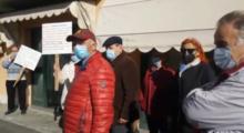Pazienti in piazza a Massa Finalese, flashmob di protesta per avere il loro medico di base