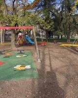 Soliera, conclusi i lavori di pavimentazione anti-trauma dei giochi nei parchi
