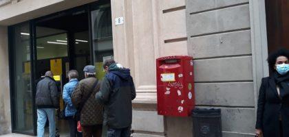 Lunghe code alle Poste per gli uffici a mezzo servizio, protesta il sindacato
